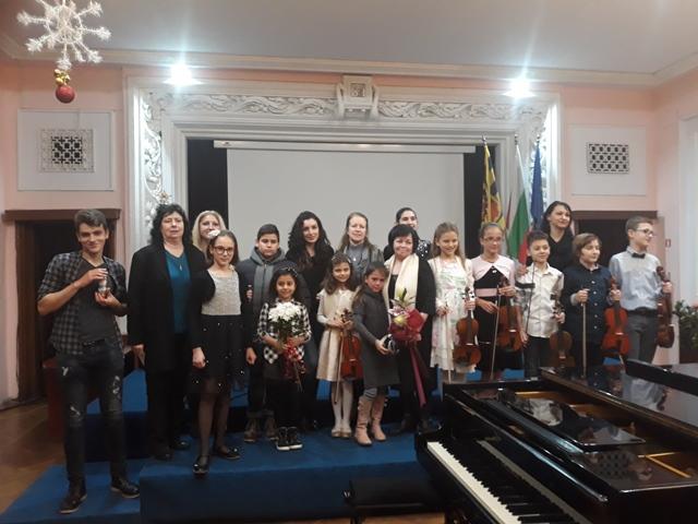 Коледен концерт на ученици от ОШИ - 19.12.2018 г.
