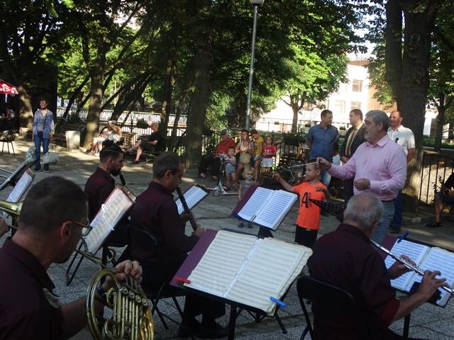 Заключителен концерт на Духовия оркестър за сезона