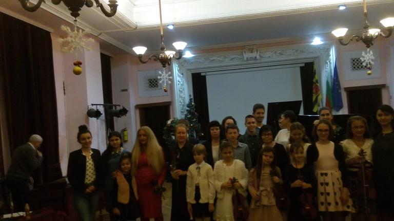 Коледен концерт на ученици от ОШИ - 17.12.2019 г.