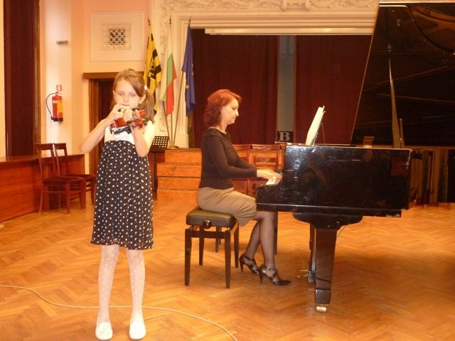 Концерт на възпитаници на ОШИ от класовете на Й. Козарева - пиано и Н. Станимирова - цигулка
