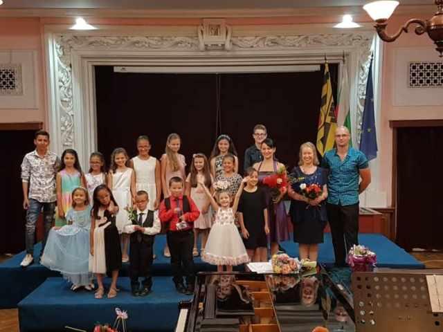 Годишен концерт на ученици от класа по цигулка към ОШИ